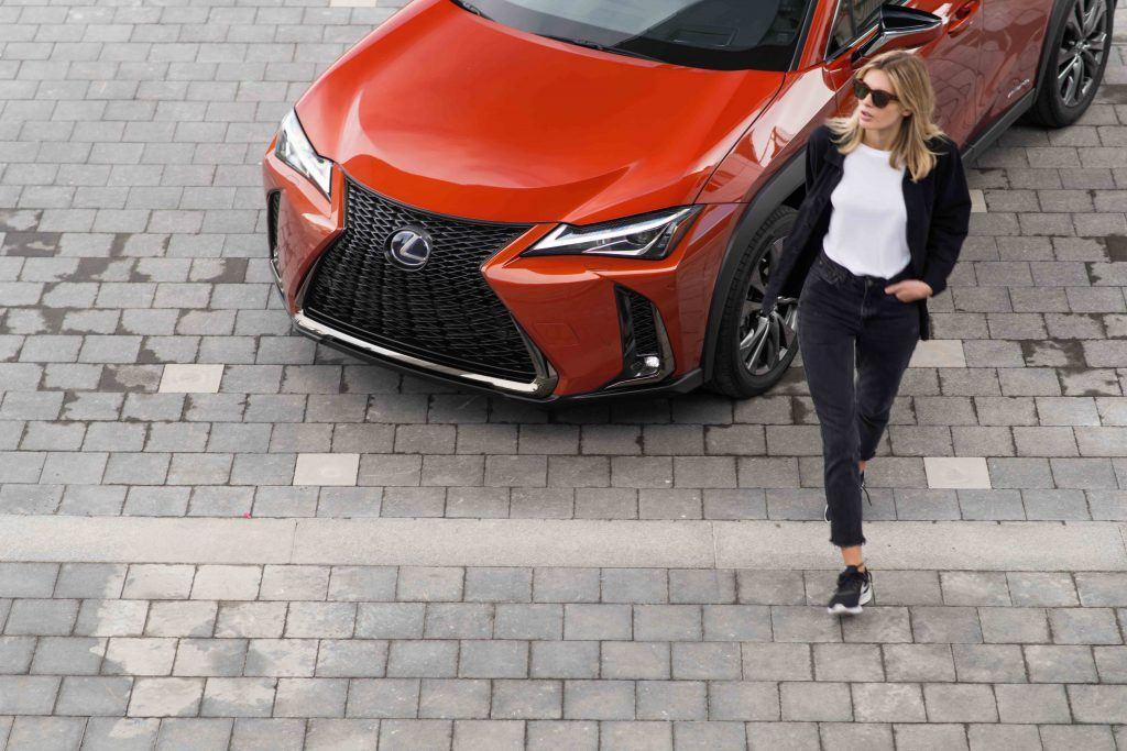 2019 Lexus UX-250h Blazing-Carnelian-Contras