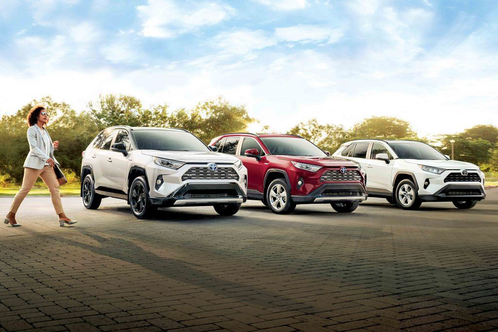 2019-Rav4-in-Blizzard-Pearl-Super-White-and-Ruby-Flare-Pearl