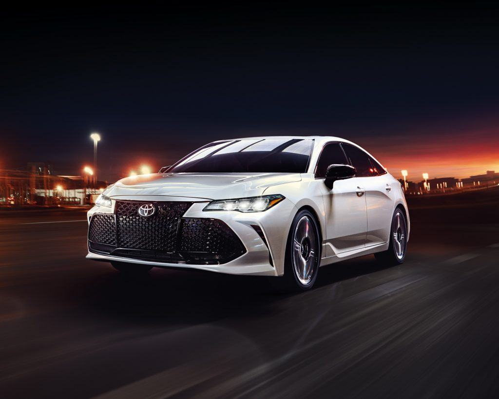 toyota-2019-avalon-exterior-xse-wind-chill-front-left-l