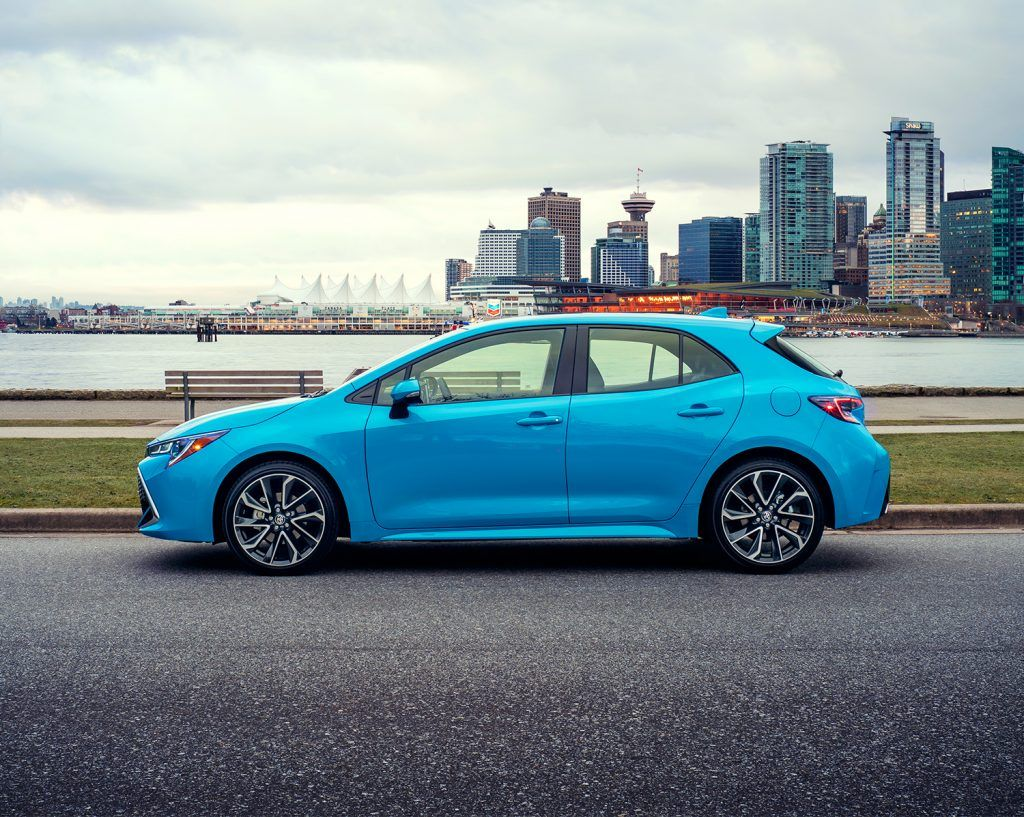 toyota-2019-corolla-hatchback-blue-flame-profile-l