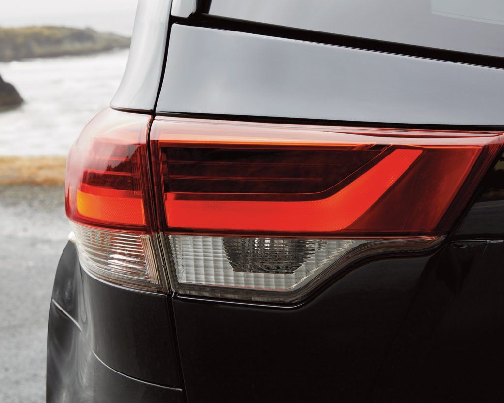toyota-2019-highlander-rear-light-l