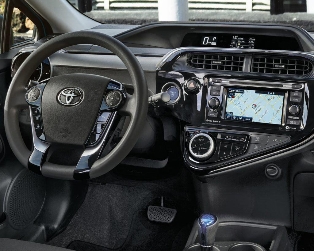 toyota-2019-prius-c-dashboard-l