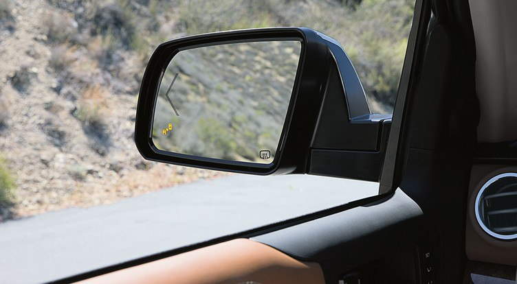 toyota-2019-tundra-features-safety-blind-spot-monitor-l